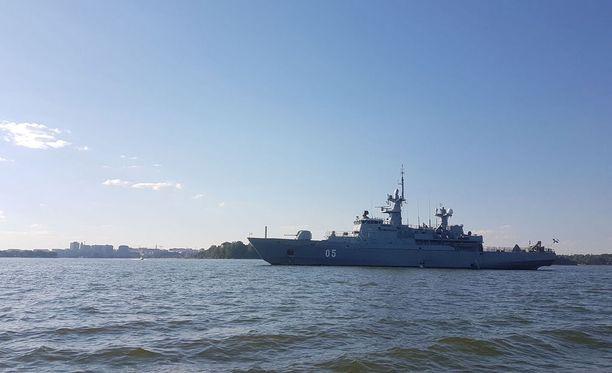 Iltalehden lukija kuvasi tämän aluksen tänään Helsingin edustalla.