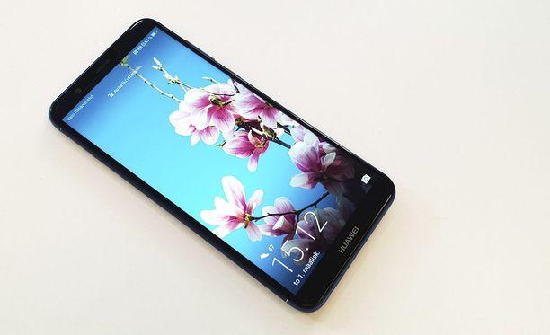 Huawei toi Suomessa myyntiin tuoreen P Smart -puhelimensa.