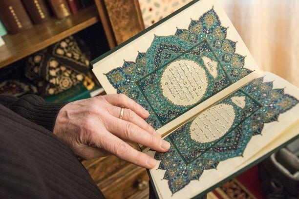 Islaminuskon harjoittaminen johti epäoikeudenmukaiseen palkkaukseen Pohjanmaalla. Kuvituskuva.
