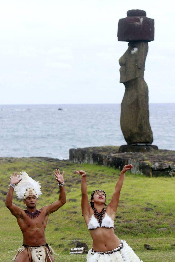Osa Pääsiäissaaren patsaista sijaitsee aivan meren äärellä.