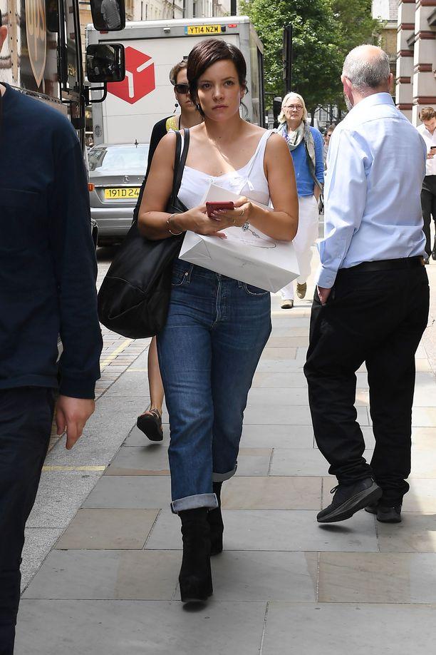 Lily Allen kuvattuna heinäkuussa.