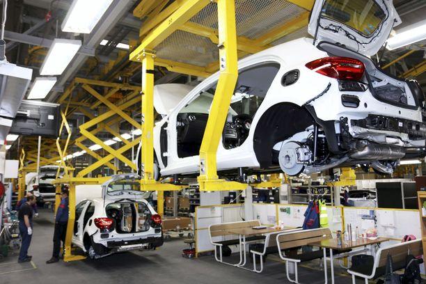 Valmet Automotiven tehtaalla Uudessakaupungissa valmistetaan muun muassa Mercedes-Benzin A-sarjaa. Arkistokuva.