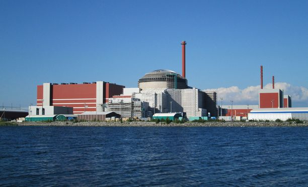 Hieman alle puolet kyselyyn vastanneista kannatti ydinvoimalahanketta. Kuvassa Olkiluodon kolmas ydinvoimala.