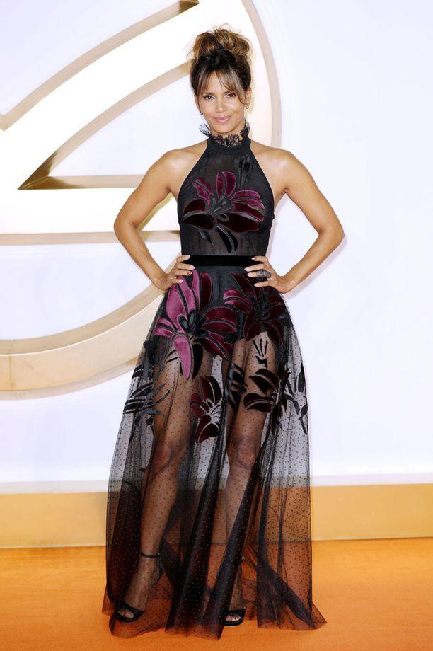 Tiistaina Berry edusti Lontoossa Kingsman: The Golden Circle -elokuvan ensi-illassa upeassa lookissa.
