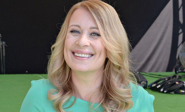 MTV:n uutisankkuri Kirsi Alm-Siira häpeili kassajonossa, kun pankkikortti ei meinannut millään löytyä. Sitten kävi jotain vielä nolompaa.
