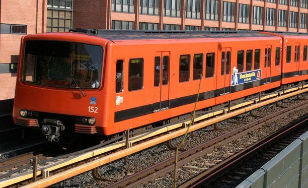 Pikkupojat pysäyttivät metron kahdeksan kertaa Helsingissä.
