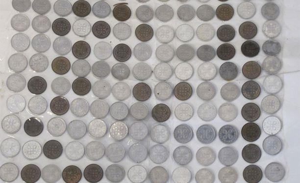 Itä-Uudenmaan poliisilaitos etsii omistajaa Vantaan poliisiaseman löytötavaroihin toimitetulle markka- ja pennikokoelmalle.