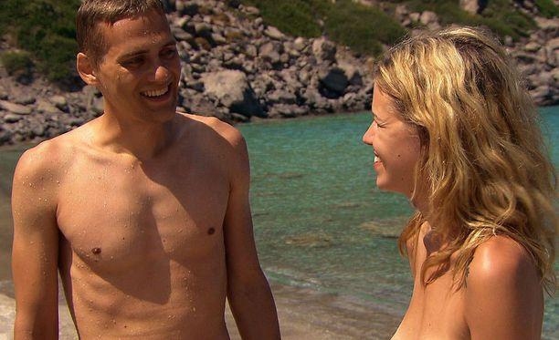 Tanja deittaili alasti Aatami etsii Eevaa -sarjassa muun muassa Samin kanssa.