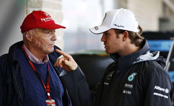 Niki Lauda puhuu Nico Rosbergin mukaan yhtä ja tekee toista.