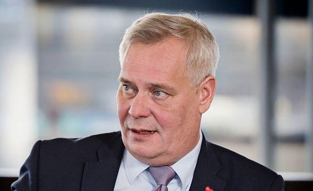 SDP:n puheenjohtaja Antti Rinne sanoi Iltalehdelle, että juristina hänellä on sellainen käsitys, että valinnanvapauden aikataulu ja maakuntien rahoitus tulevat olemaan niin merkittäviä asioita perustuslakivaliokunnan lausunnossa, että ne vaikuttavat oleellisesti siihen, syntyykö sote ja jatkaako hallitus vai ei.