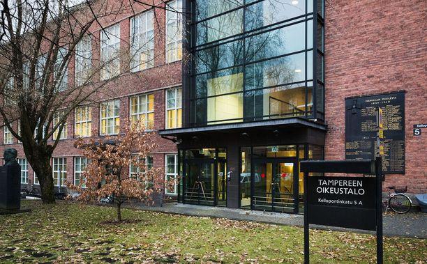 Tamperelaisessa perheessä tapahtuneita pahoinpitelyjä käsiteltiin Pirkanmaan käräjäoikeudessa.