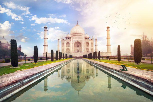 Taj Mahal on vain yksi Intian monista ihmeistä.