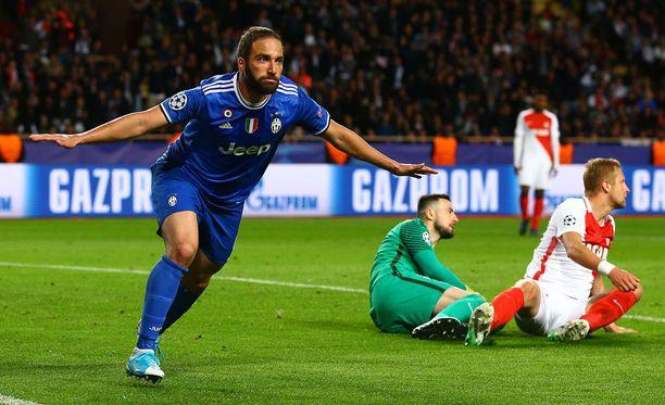 Juventuksen Gonzalo Higuain tyrmäsi Monacon.