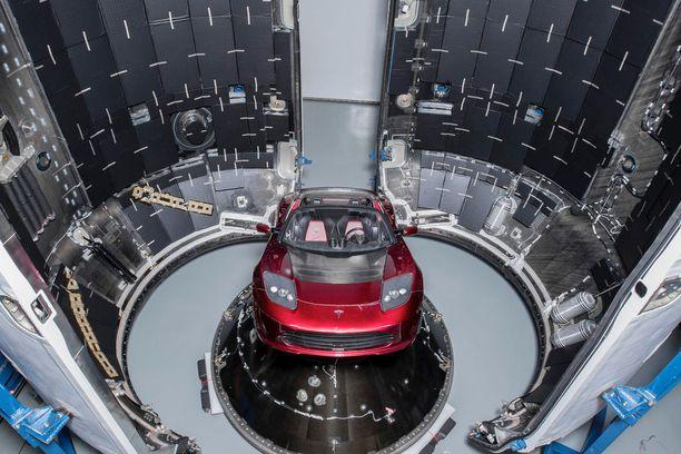 Elon Muskin Tesla Roadster lähti avaruuteen.