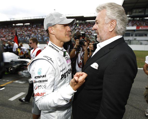 Michael Schumacher ja Willi Weber kulkivat pitkän yhteisen tien. Kuva vuodelta 2010.