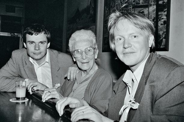 Iltalehden toimittaja Pekka Numminen (vas.) ja Kauppalehden New Yorkin kirjeenvaihtaja Pekka Virolainen (oik.) vierailivat Tyyni Kalervon Little Finland -ravintolassa vuonna 1993.