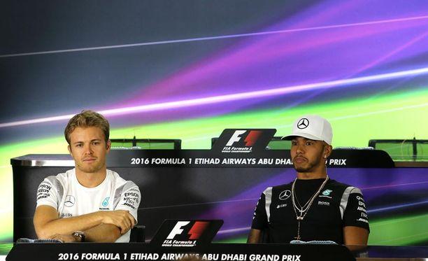 Nico Rosbergin ja Lewis Hamiltonin välillä on pieni jännite ennen ratkaisevaa F1-osakilpailua.
