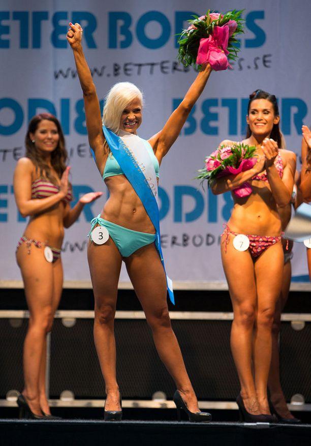 Maria Huovinen tuuletti voittoaan.