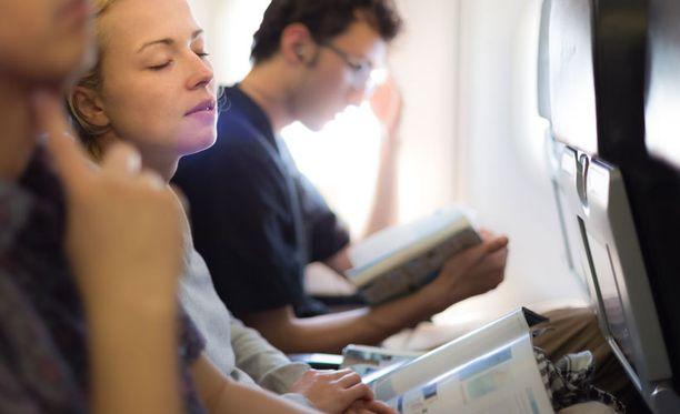 Käyttäydy lennolla etiketin mukaan, niin kaikilla on mukavampaa.