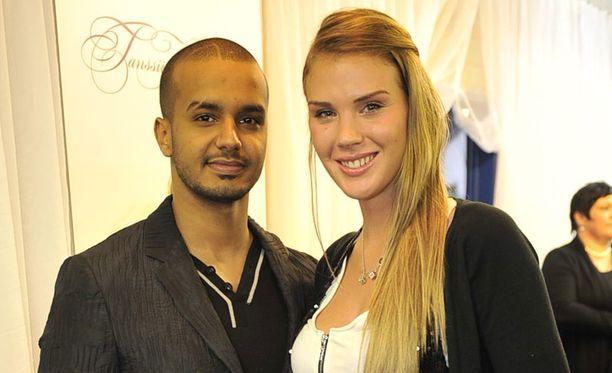 Anni ja Mohamed muuttavat yhteen ylelliseen luksustaloon.