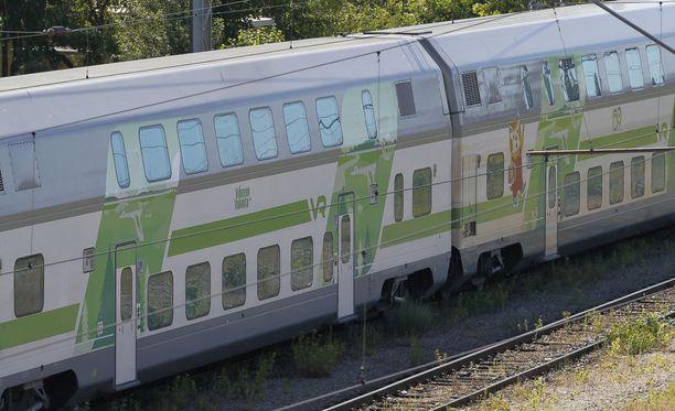 Junaliikenne on toistaiseksi keskeytynyt Seinäjoen ja Pohjois-Louko välisellä rataosuudella, VR:stä kerrotaan.