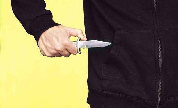 Helsingin poliisin nuorisoryhmä on tutkinut ja selvittänyt jo useita eriasteisia ryöstöjä, joissa epäilty tekijä on ollut alle 18-vuotias. Kuvituskuva.
