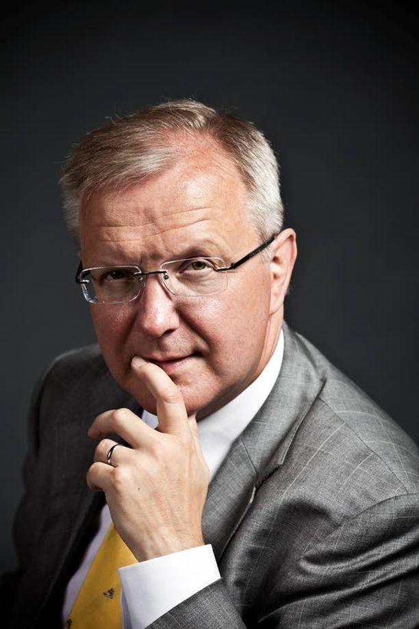 Talouskomissaari Olli Rehn yrittää luoda optimismia euron kriisistä masentuneiden suomalaisten mieliin. Hyvä että edes hän uskoo asiaansa.