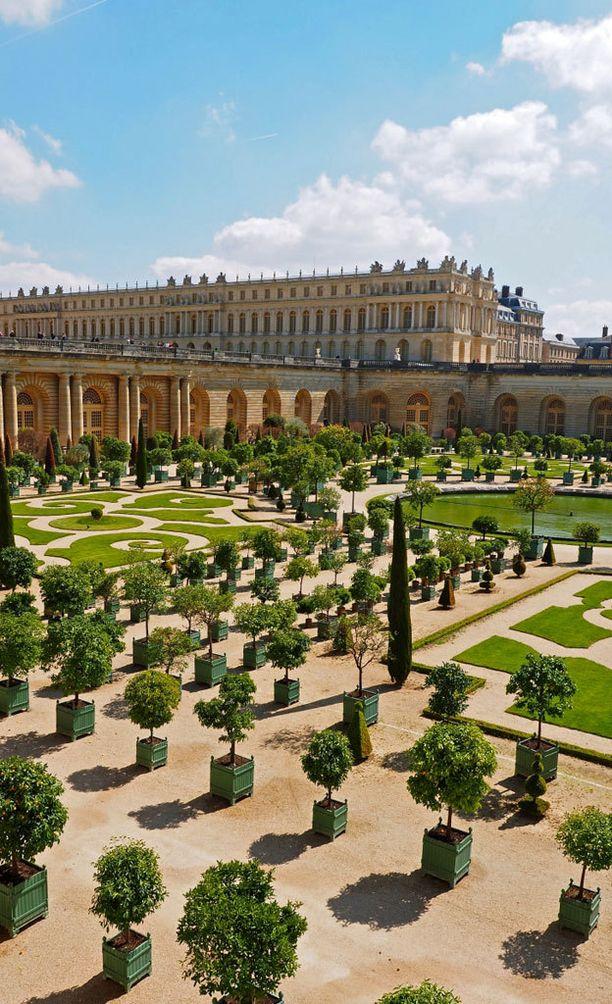 Versailles'n palatsi ja puutarha.