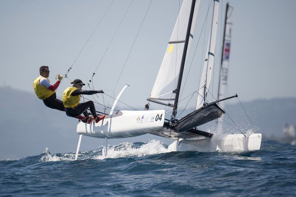 Janne Järvisen omistama nacra 17 -luokan purjehduskalusto maksaa noin 30 000 euroa. Kuvituskuva nacra 17 -veneestä.