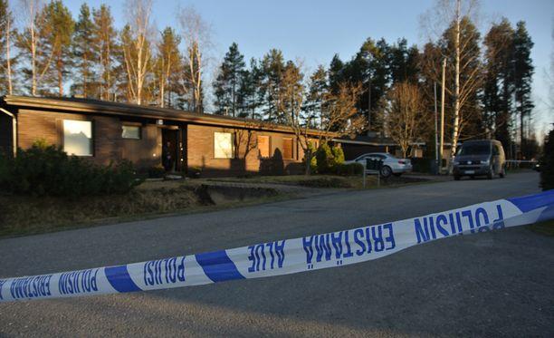 Syyttäjä vaati syytetylle 15-vuotiaalle tytölle rangaistusta nuorena henkilönä tehdystä murhasta.