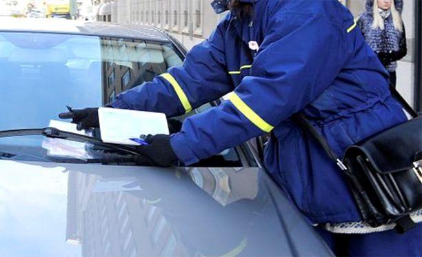 Päijät-Hämeen käräjäoikeudessa käsitellään kiistaa parkkisakoista.