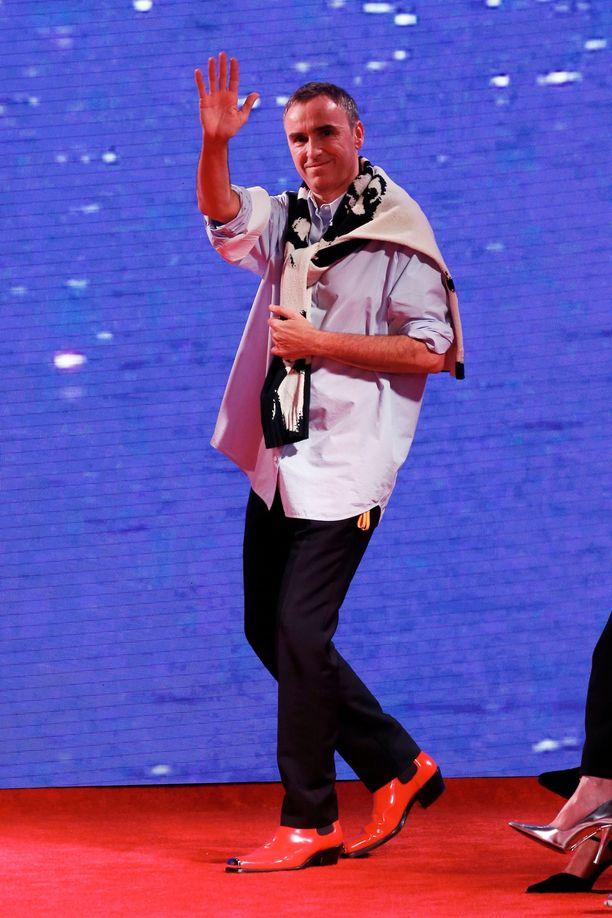 Raf Simons aloittaa huhtikuussa 2020 Pradan suunnittelijana.