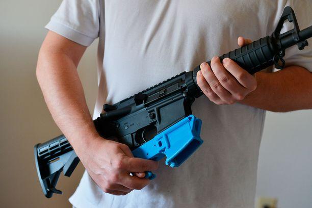 McGinnis teki itselleen pääasiassa muovista rynnäkkökiväärin 3D-printterillä.