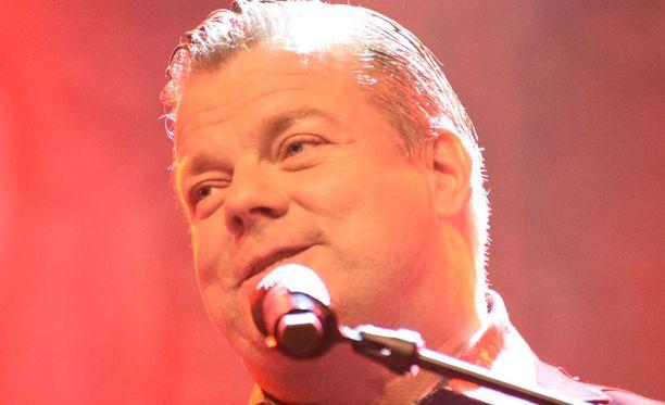 Kansansuosikki Jari Sillanpää esiintyi Kempeleessä huhtikuussa.