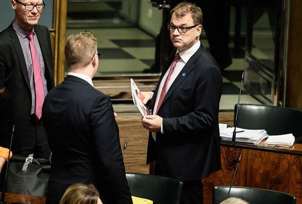 Pääministeri Juha Sipilän mukaan eduskunnalla on kevät aikaa käsitellä sote-lakeja. Keskeisimmät lait olisi tarkoitus saada voimaan jo kesäkuussa, Sipilä totesi pääministerin haastattelutunnilla.