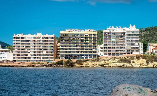 Ibiza on eurooppalaisten nuorten suosima saari, jonne matkustetaan yleensä juhlimaan baareissa ja yökerhoissa.
