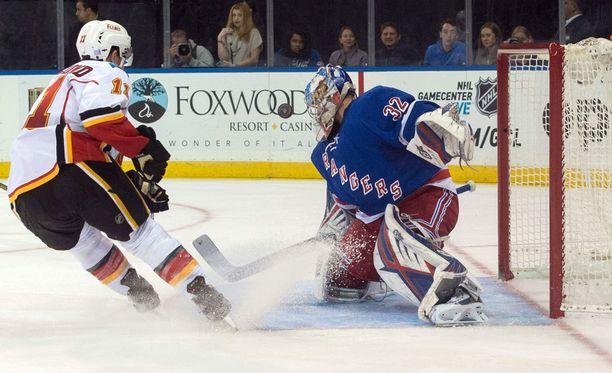 Antti Raanta kaatoi Calgary Flamesin.