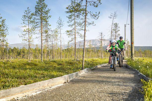 Osa reiteistä sopii pienemmillekin pyöräilijöille.