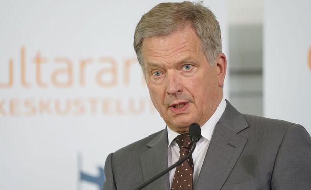 Sauli Niinistö on mukana illastamassa Naton huippukokouksessa.
