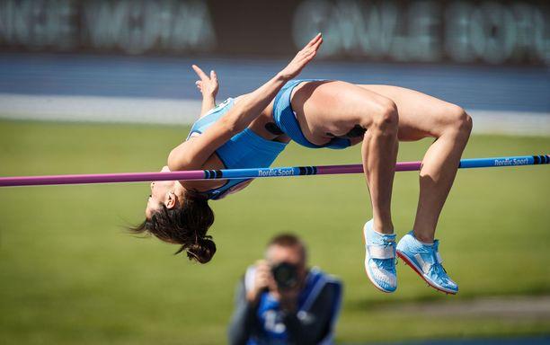 Maria Huntington hyppäsi korkeudessa ennätyksensä 185, mutta ilta päättyi pettymykseen ja keskeytykseen.