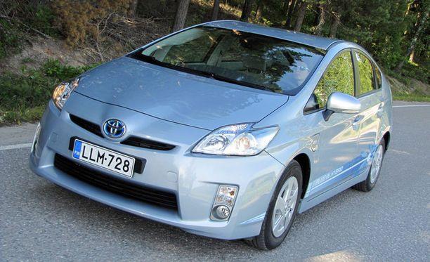 Toyota Priusin, noin 50 tuhatta ajetun, saa Saksasta noin 7 000 halvemmalla kuin Suomesta.