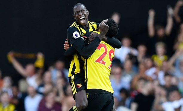 Abdoulaye Doucoure (vas.) ja Etienne Capoue juhlivat villisti 2-1-voittoa Tottenhamista.