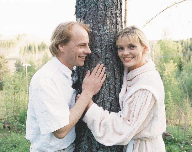 Kari Hakalan esittämä Erkki heilasteli Anu Hälvän roolihahmoa, Helenaa, Metsolat-sarjassa.