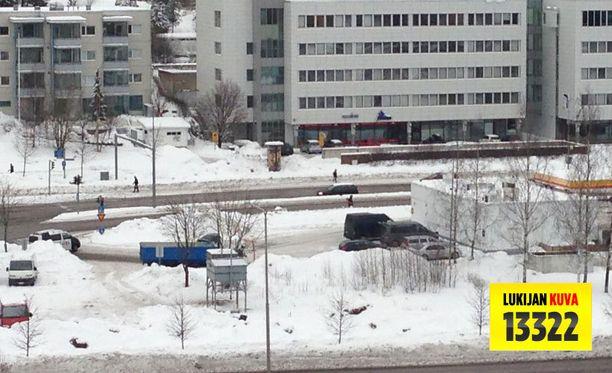 Espoon Leppävaarassa sijaitsevan Shell-huoltoaseman pihassa ammuskeltiin tiistaina.