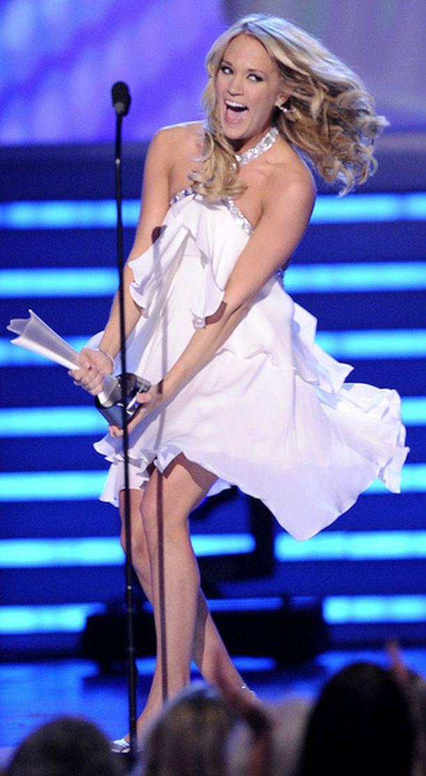 Carrie Underwood ja Mike Fisher saavat sittenkin uuden pystin takanreunalleen.