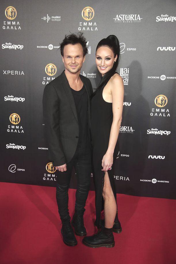 Lauri Ylönen ja Katriina Mikkola ovat pienen poikavauvan vanhempia.