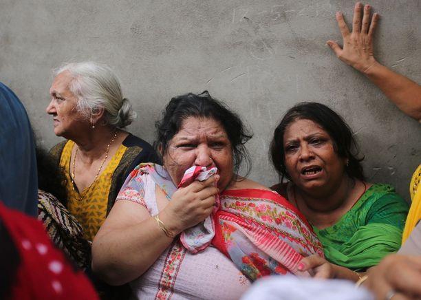 Ihmiset järkyttyivät 11 perheenjäsenen kuolemasta.