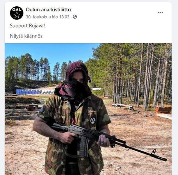 Ruutukaappaus Oulun Anarkistiliiton Facebook-sivuilta. Oulun poliisilaitokselle on tehty kuvaan liittyvä tutkintapyyntö.