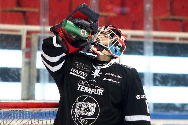 Julius Pohjanoksalle kävi työtapaturma uran ensimmäisessä liigapelissä.