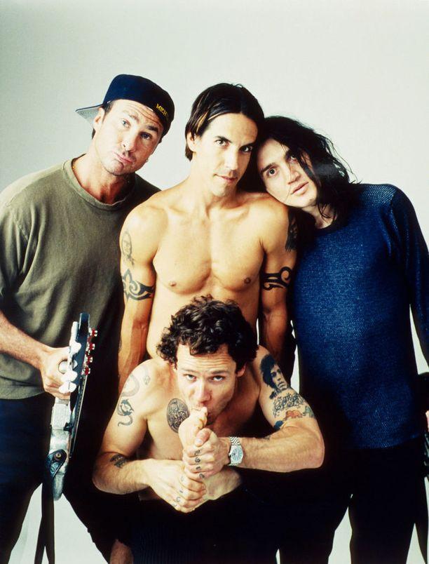 Red Hot Chili Peppers -jäseniltä löytyy monenlaista tatuointia - myös tribaalia, tietenkin.